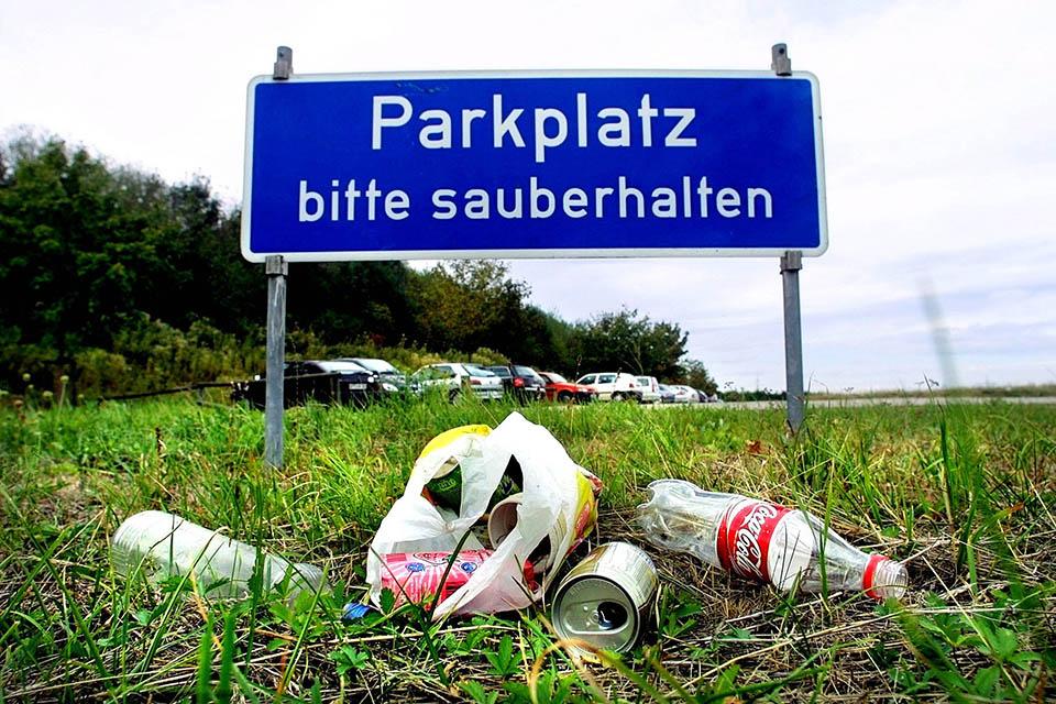 Parkplatz sauber halten - ein Appell ohne Wirkung
